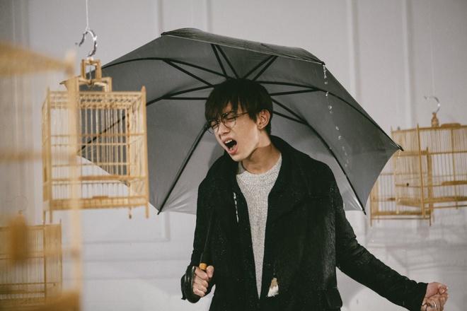 Soobin Hoang Son buon ba trong MV 'Phia sau mot co gai' hinh anh 1