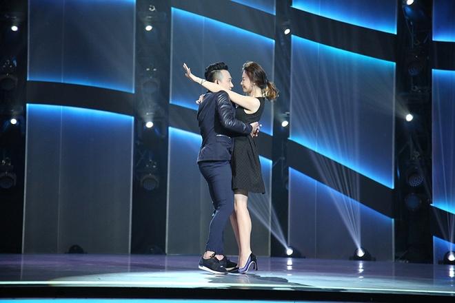 Tran Thanh diu Hari Won len san khau nhay hinh anh 3