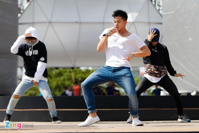 Ong Cao Thang dua Dong Nhi toi tong duyet Zing Music Awards hinh anh 7