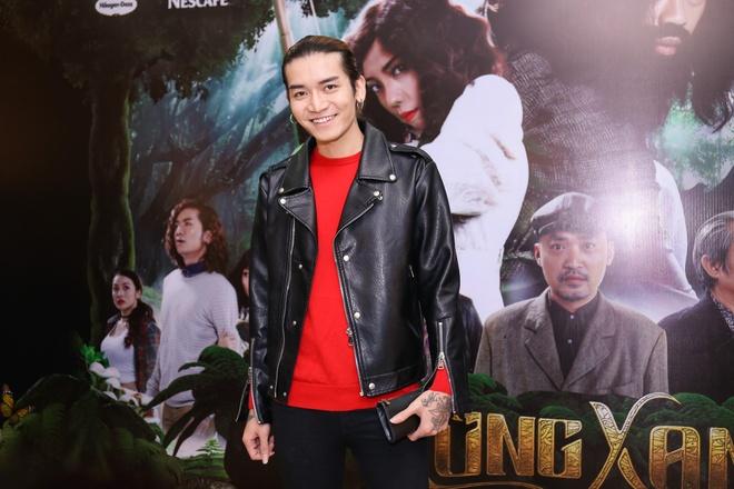 Fan vay quanh Hoai Linh tren tham do ra mat phim hinh anh 10