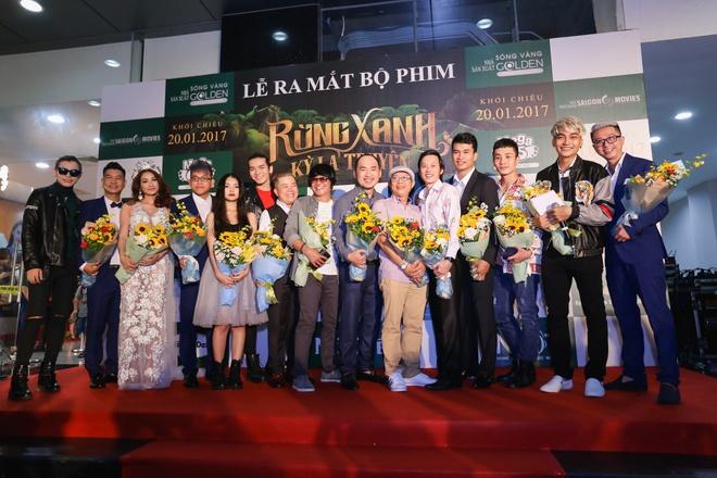 Fan vay quanh Hoai Linh tren tham do ra mat phim hinh anh 1