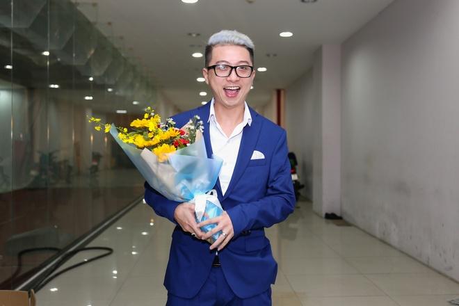 Fan vay quanh Hoai Linh tren tham do ra mat phim hinh anh 6