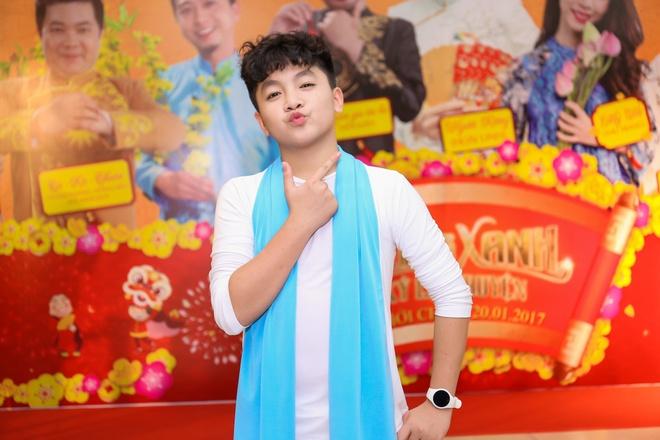 Fan vay quanh Hoai Linh tren tham do ra mat phim hinh anh 15