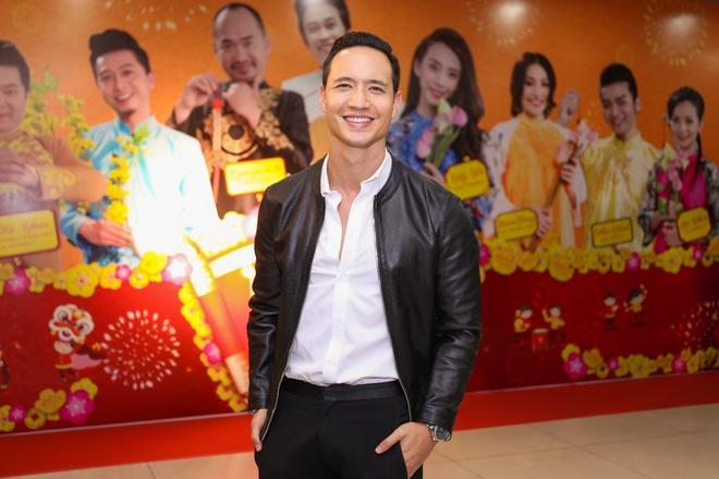 Fan vay quanh Hoai Linh tren tham do ra mat phim hinh anh 12