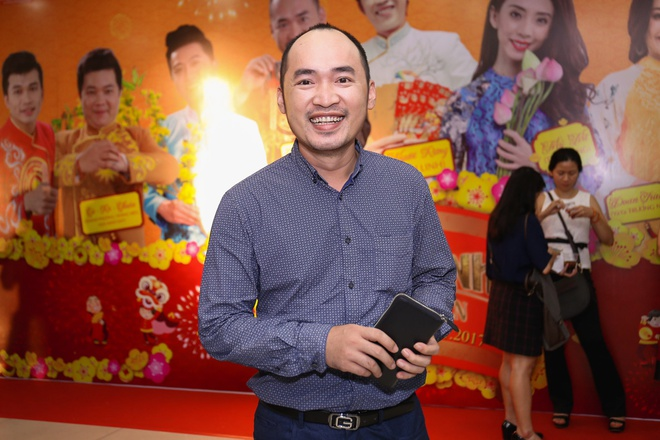 Fan vay quanh Hoai Linh tren tham do ra mat phim hinh anh 9