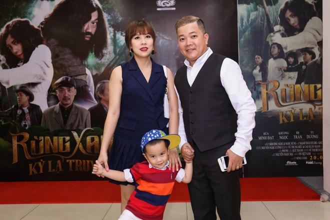 Fan vay quanh Hoai Linh tren tham do ra mat phim hinh anh 7