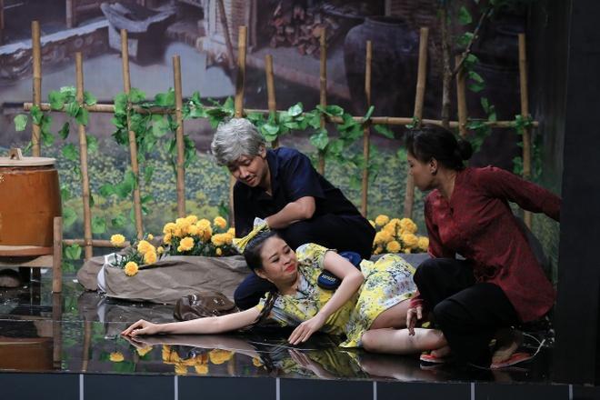 Tran Thanh - Viet Huong te nga tren san khau nghieng hinh anh 4