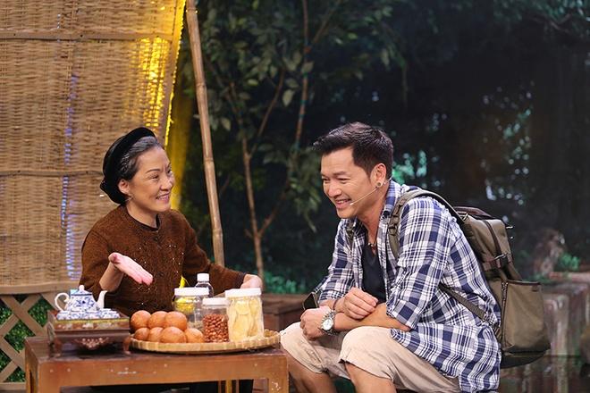 Tran Thanh - Viet Huong te nga tren san khau nghieng hinh anh 5