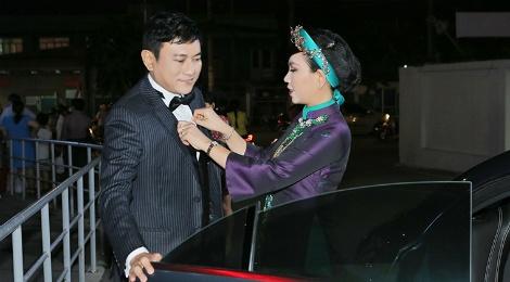 Hoang Phuc lai xe tien ty dua vo du cong chieu phim hinh anh
