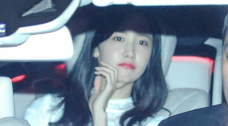 Yoona (SNSD) xuat hien chop nhoang o san bay Tan Son Nhat hinh anh