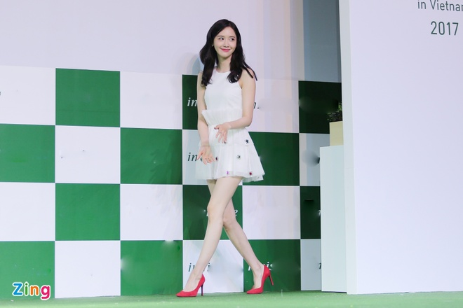 Yoona (SNSD) den tre 2 tieng, xuat hien o hop bao 10 phut hinh anh 2