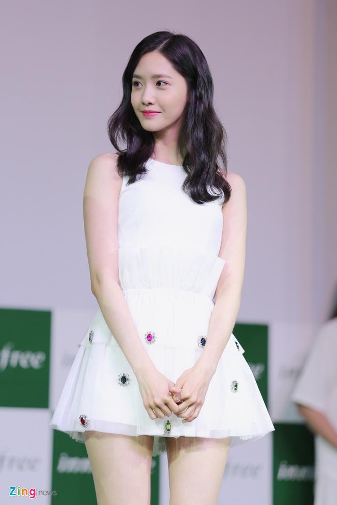 Yoona (SNSD) den tre 2 tieng, xuat hien o hop bao 10 phut hinh anh 5