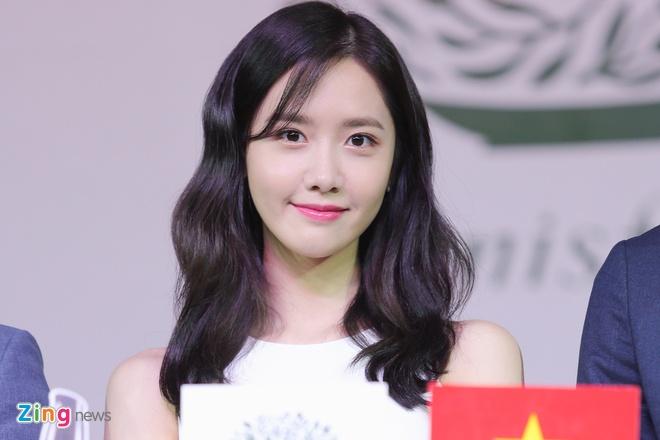 Yoona (SNSD) den tre 2 tieng, xuat hien o hop bao 10 phut hinh anh 10