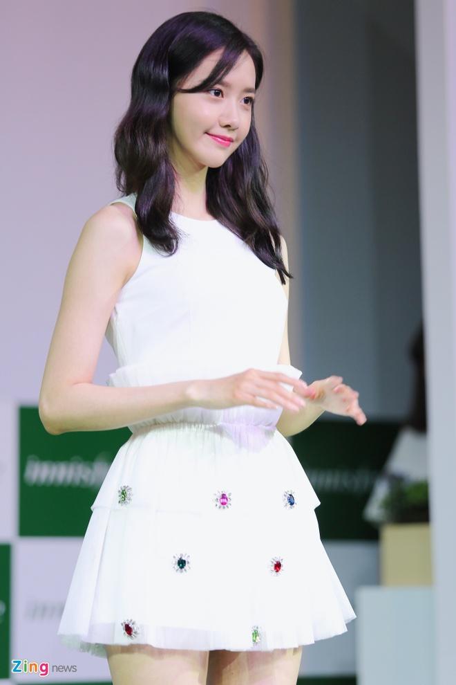 Yoona (SNSD) den tre 2 tieng, xuat hien o hop bao 10 phut hinh anh 6