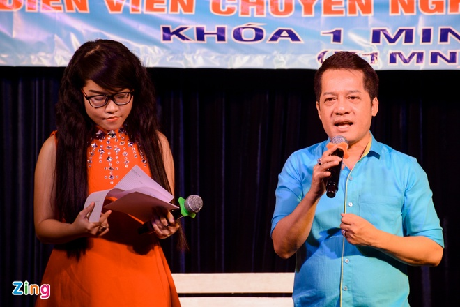 Minh Nhi ke chuyen di xin vai dien cho Viet Huong hinh anh 1