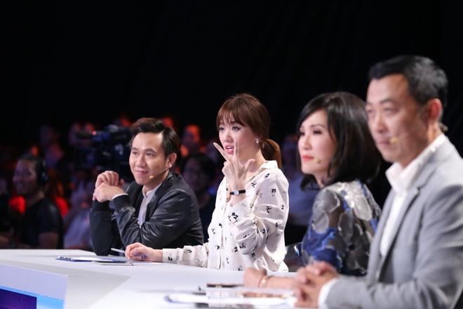 Tran Thanh guc mat len vai Hari Won khoc o game show hinh anh 1