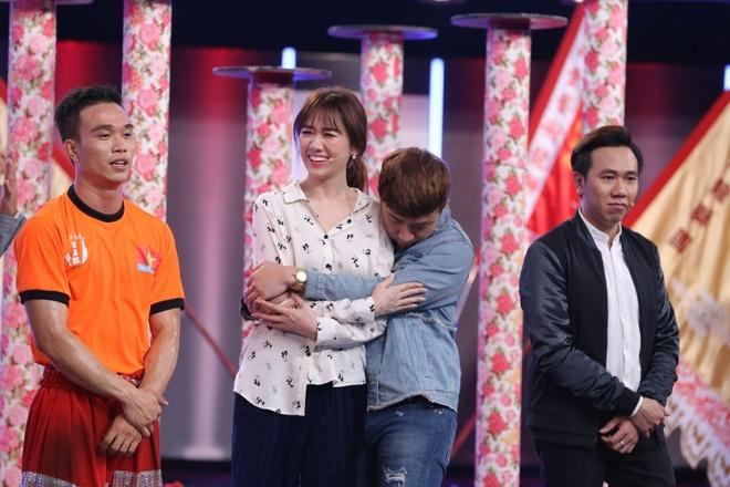 Tran Thanh guc mat len vai Hari Won khoc o game show hinh anh 4