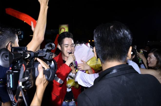 Phuong Thanh quen loi khi song ca voi Ngo Kien Huy hinh anh 12