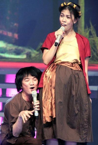Dam Vinh Hung to nha san xuat loi dung nghe si de PR game show hinh anh 2