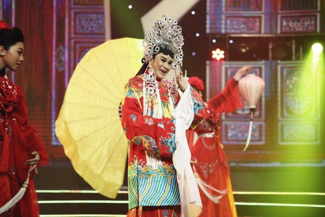 Chuyen doi, chuyen nghe gian truan cua hau due doan cai luong Minh To hinh anh 3
