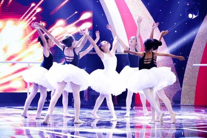 Oc Thanh Van cui dau cam on co be 10 tuoi vi mua ballet xuc dong hinh anh 1