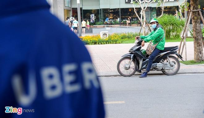 Ha Noi yeu cau Uber, Grab cong khai so luong xe va doanh thu hinh anh