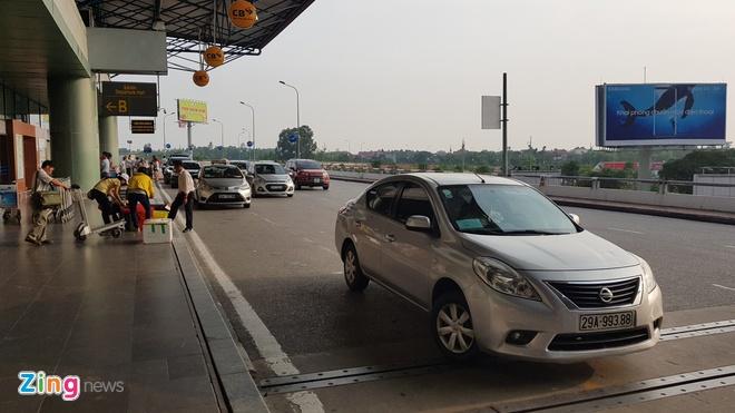 Bo Giao thong Van tai doc thuc dan logo cho xe Uber, Grab hinh anh 2