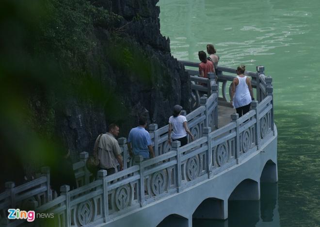 'Nu tuong' Facebook cung 2 con di du thuyen tham Vinh Ha Long hinh anh 11