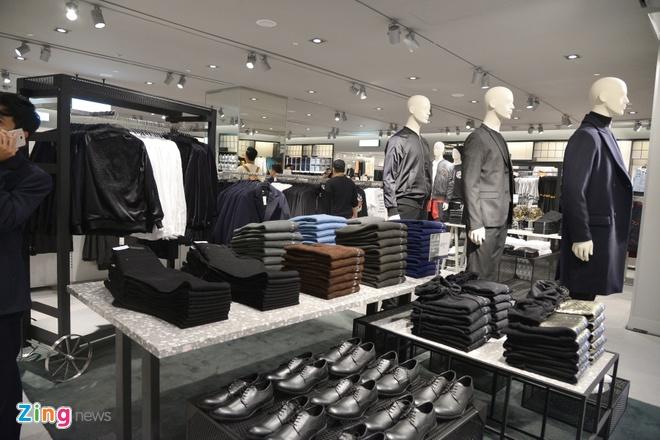 Zara, H&M: Thoi trang binh dan cua the gioi nhung dat do o Viet Nam hinh anh 4
