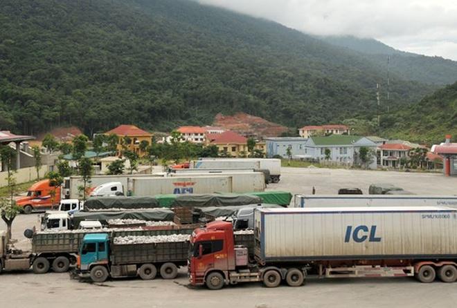 4 container xe Toyota Highlander vo chu o cang Hai Phong hinh anh 1