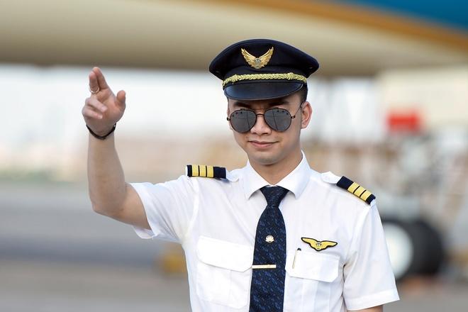 Hang loat phi cong Vietnam Airlines lai xin nghi viec, gui don cau cuu hinh anh