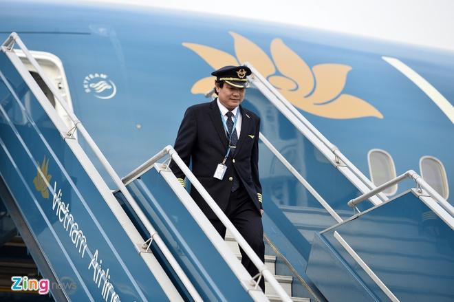 Hang loat phi cong Vietnam Airlines lai xin nghi viec, gui don cau cuu hinh anh 1