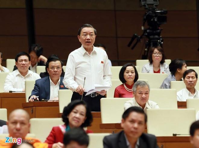 Bo truong Cong an To Lam: 'Dang sau tin dung den la to chuc toi pham' hinh anh 1