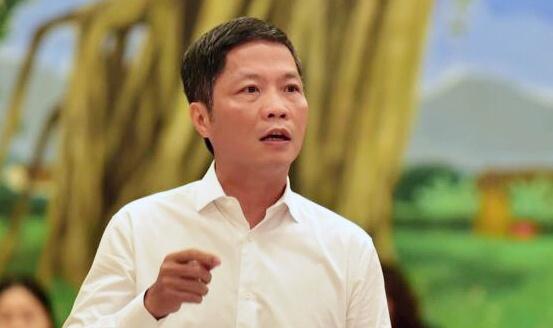 Bo truong Cong Thuong xin loi viec xe cong don nguoi nha o san bay hinh anh