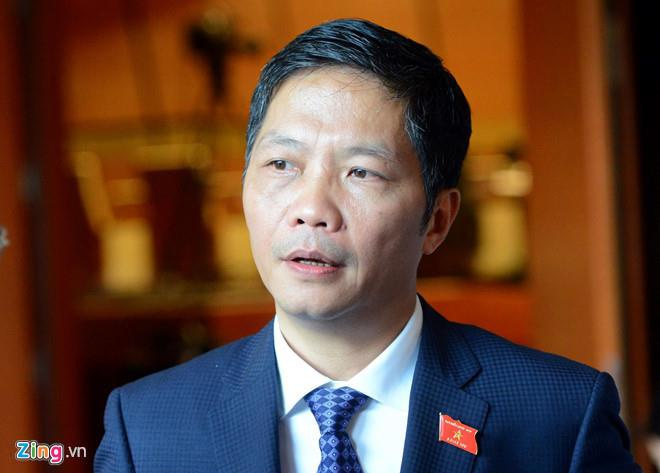 Bo Cong Thuong cong khai 3 can bo bi ky luat vi vu xe bien xanh hinh anh 1