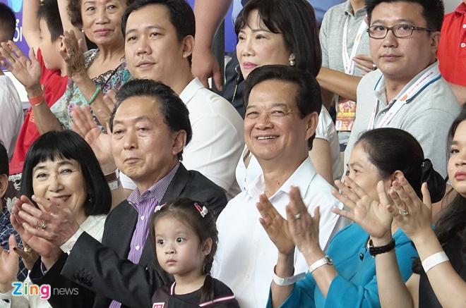 Nguyen Thu tuong Nguyen Tan Dung di xem bong ro, co vu cho Saigon Heat hinh anh 1