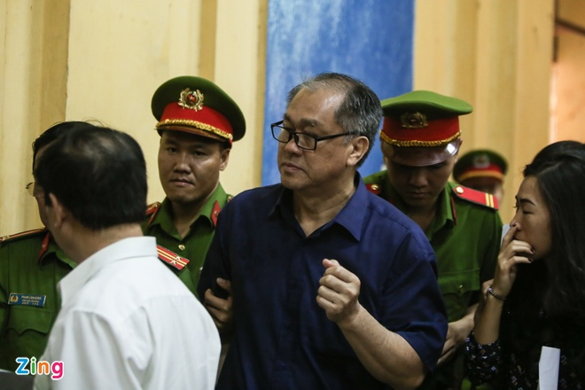 Pham Cong Danh bi choang, phai roi phong xu an hinh anh 7