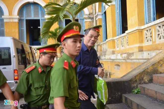 Pham Cong Danh bi choang, phai roi phong xu an hinh anh 2