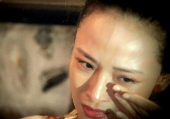 Hoa hau Phuong Nga: Voi nguoi ta, toi chi la cong cu de thoa man hinh anh