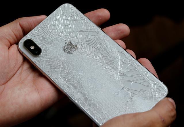 Tu nay, nguoi dung da co the sua iPhone ben ngoai hang va dai ly hinh anh 1