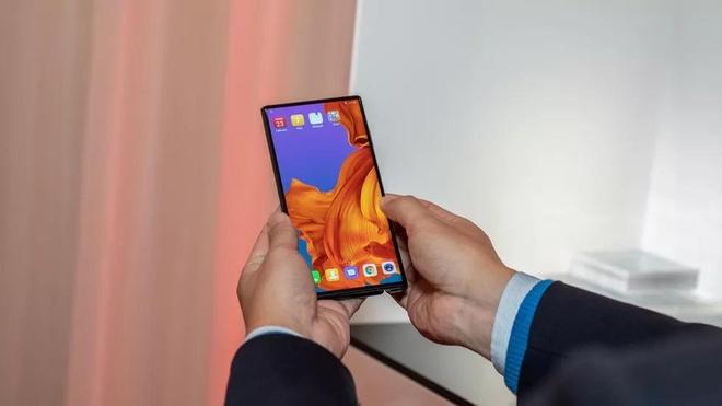 Ngoai Samsung va Huawei, thi truong smartphone man hinh gap con ai? hinh anh 3