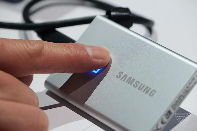 Samsung ra mat o cung SSD bao mat dau van tay hinh anh 1 ezgif_5_8138de55738a.jpg