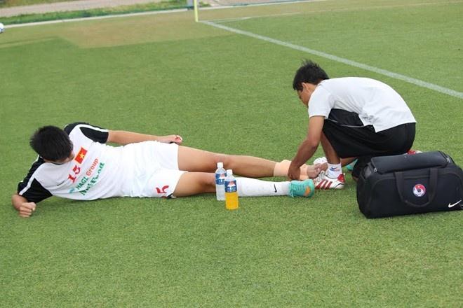 U19 Viet Nam thua dam vi Sinh vien Nhat Ban qua khoe hinh anh