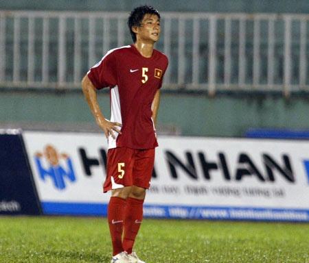 Cau thu Dong Nai tung dinh nghi an ban do o tuyen U19 VN hinh anh 1 Hậu vệ Phan Lưu Thế Sơn sau tình huống đốt lưới nhà tại giải U21 quốc tế năm 2010.