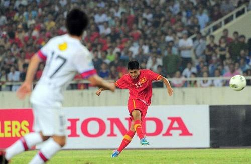 Nhac truong Vu Minh Tuan cua Quang Ninh tinh chuyen ra di hinh anh 2 Minh Tuấn với cú sút phạt kiểu Ronaldo.