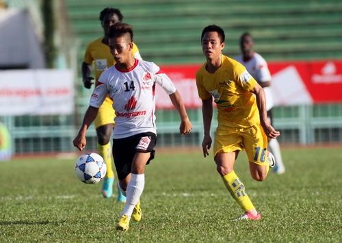 Top 5 cau thu lun nhat tai V.League 2014 hinh anh 2 Thanh Hải (áo trắng)