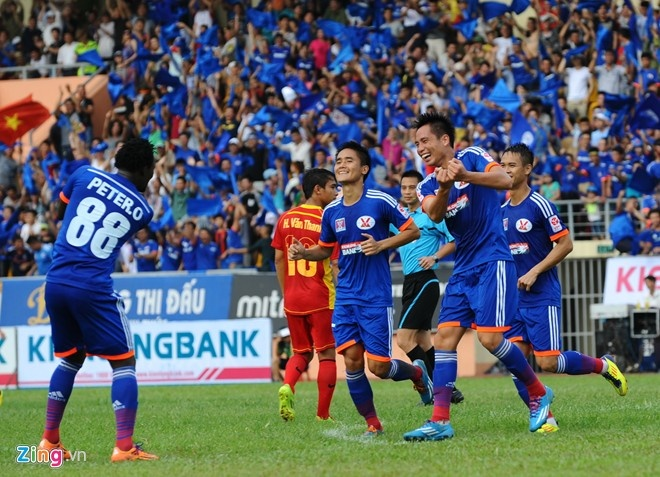 CLB Quang Ninh bong thanh dai gia nho cong ty vang tai tro hinh anh 1 Cầu thủ Quảng Ninh mừng như bắt được vàng với nhà tài trợ mới.