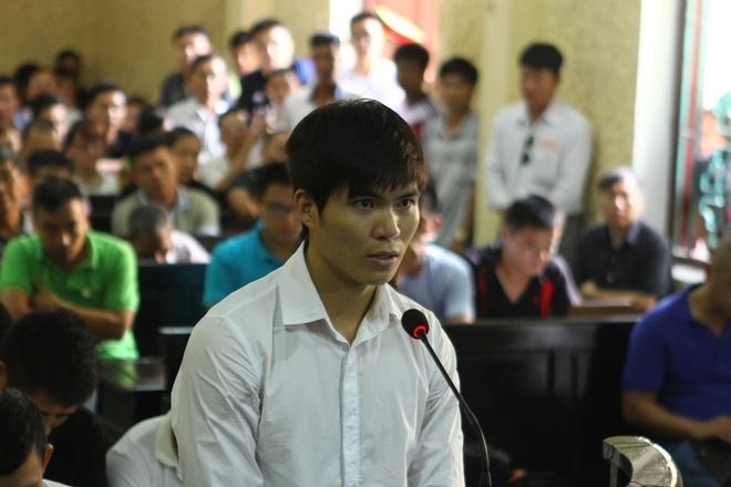 Vo moi cuoi cua cau thu Ninh Binh roi le trong phien xu hinh anh 3 Trung vệ Gia Từ tại phiên tòa.