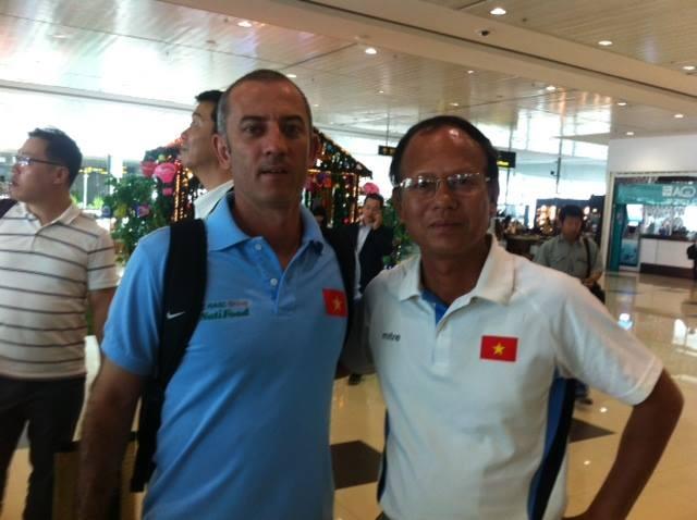 Ông Nguyễn Mạnh Hiền là cổ động viên trung thành của bóng đá Việt Nam nhiều năm qua.