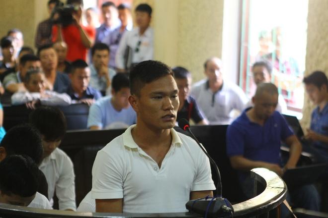 Cau thu Ninh Binh giau bo me ve an treo gio vinh vien hinh anh 1 Hậu vệ Quang Hùng là người có hoàn cảnh rất đáng thương. Ảnh: Minh Đức